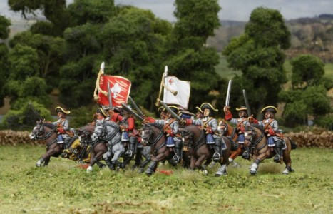 28mm Late 17th C - Sir Patrick Sarsfield's Regiment of Horse (side view) / painted by Meic Kelly, flag by Warfare Miniatures.